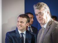 Emmanuel Macron, candidat du mouvement En Marche ! à la Présidence de la République, ici à l'issue d'une conférence de presse, dans son QG de campagne. Ici aux côtés de Jean-Paul Delevoye, président de la commission d'investiture d'En Marche !.