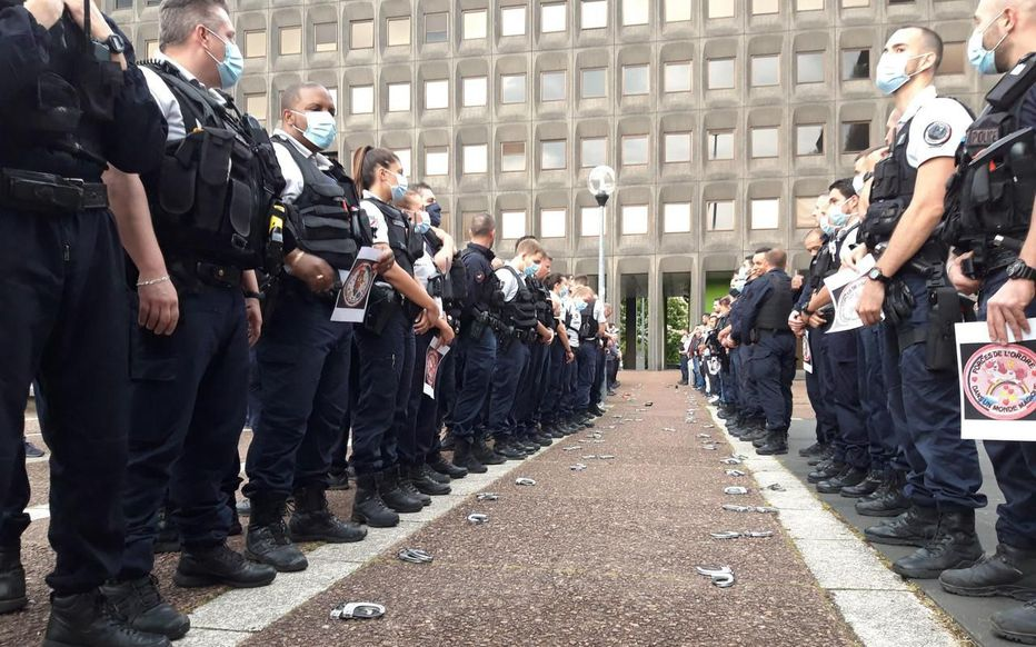 NON ! NOS POLICIERS NE SONT PAS RACISTES ! (Éric de Verdelhan)